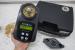 Измерение содержания влаги в зернах с помощью влагомера