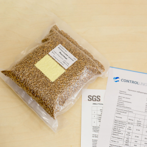Образец пшеницы с известными показателями качества белка, влаги, клейковины, натуры и числа падения для проверки оборудования и квалификацииц сотрудников лабораторий