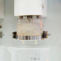 Немаркированная чашка во время отмывки клейковины, 1й этап замешивания и промывки