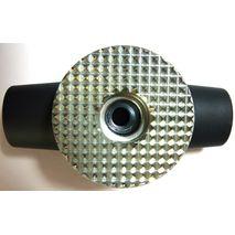 Крышка с размольным диском сжимает пробу зерна в камере влагомера He Lite