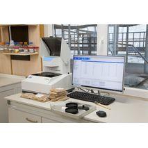 Экспресс анализатор SupNIR-2750 используется в лаборатории на зерновом терминале