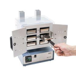 МО-106 с открытыми дверцами и полной загрузкой на 6 одновременных независимых анализов влаги продукта